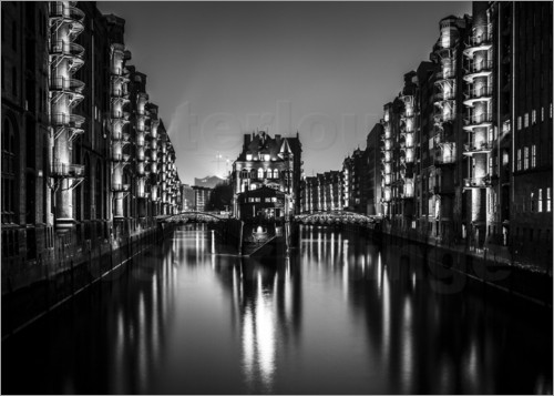 hamburg speicherstadt bei nacht schwarz wei poster von newfrontiers photography. Black Bedroom Furniture Sets. Home Design Ideas