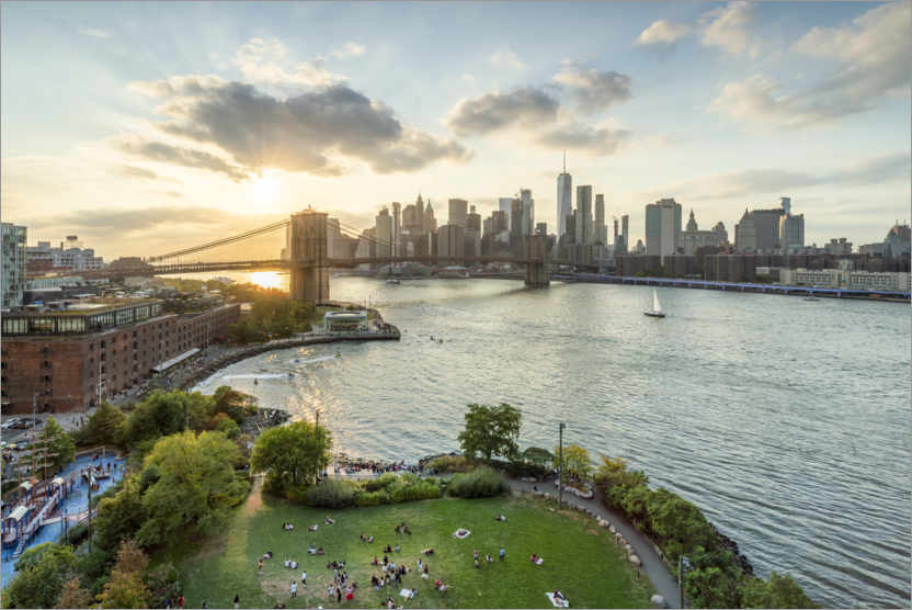 Premium-Poster Brooklyn Bridge und Manhattan Skyline bei Sonnenuntergang