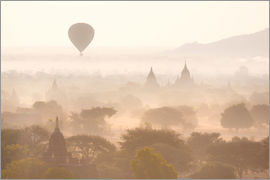 Lee Frost - Balloon above the Bagan temples