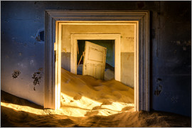 Karen Deakin - Building taken over by sand, former diamond mining town, now ghost town, Kolmanskop, Luderitz, Karas