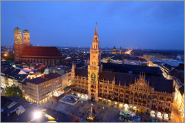 Buellom - Church of our Lady and the new town hall in Munich at night