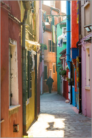 Matteo Colombo - Alley in Burano, Venice