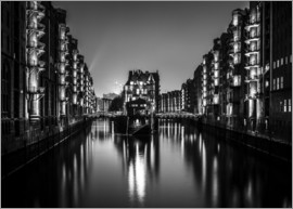 Sascha Kilmer - Hamburg HafenCity quarter by night (monochrome)