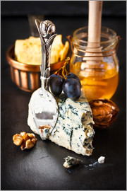 Delicious blue cheese with honey