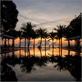 Luxus-Infinity-Pool am Golf von Thailand