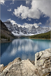 James Hager - Moraine Lake in the fall with fresh snow, Banff National Park, UNESCO World Heritage Site, Alberta,