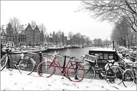 George Pachantouris - Rotes Fahrrad im Winter in Amsterdam