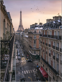 Jan Christopher Becke - Street in Paris with Eiffel tower at sunset