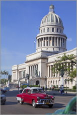 Wandsticker  Traditonal old American cars passing the Capitolio building, Havana, Cuba - Martin Child
