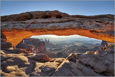 Holzbild  Sonnenaufgang am Mesa Arch im Canyonlands-Nationalpark, Moab, Island in the Sky, Utah, USA - Jürgen Ritterbach