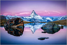 Stellisee and Matterhorn in the Swiss Alps