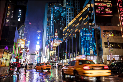 newfrontiers photography - Broadway by night - New York City