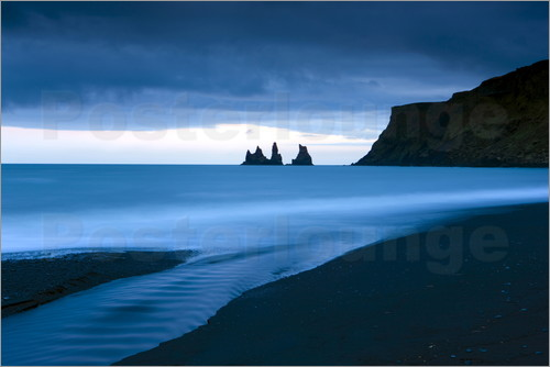 Lee Frost - Twilight view towards rock stacks at Reynisdrangar off the coast at Vik, South Iceland, Iceland, Pol