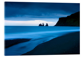 Acrylglasbild  Twilight view towards rock stacks at Reynisdrangar off the coast at Vik, South Iceland, Iceland, Pol - Lee Frost