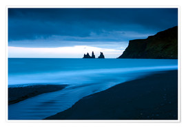 Premium-Poster Twilight view towards rock stacks at Reynisdrangar off the coast at Vik, South Iceland, Iceland, Pol