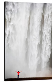 Alubild  Woman in red jacket standing in front of Skogafoss waterfall, South Iceland, Iceland, Polar Regions - Lee Frost