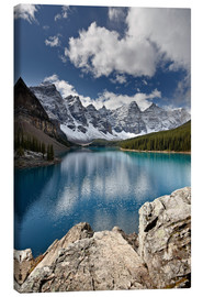 Leinwandbild  Moraine Lake in the fall with fresh snow, Banff National Park, UNESCO World Heritage Site, Alberta, - James Hager