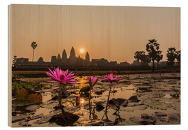 Holzbild  Sunrise over the west entrance to Angkor Wat, Angkor, UNESCO World Heritage Site, Siem Reap, Cambodi - Michael Nolan