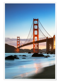 Poster  Golden Gate Bridge in der Dämmerung von Baker Beach, San Francisco, Kalifornien, USA - Matteo Colombo