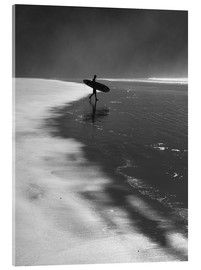 Acrylglasbild  A lone surfer on his way into the sea. - Alex Saberi