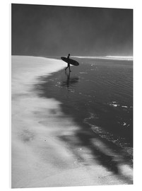Hartschaumbild  A lone surfer on his way into the sea. - Alex Saberi