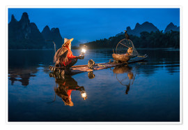 Premium-Poster  Chinesischer Kormoranfischer vor Karstlandschaft in Guilin, China - Jan Christopher Becke