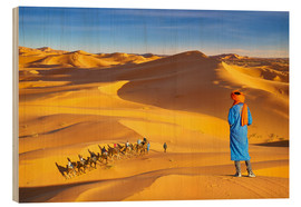 age fotostock - Berber man looking at tourists ride on camels, Erg Chebbi desert near Merzouga, Sahara, Morocco,